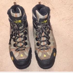 THE NORTH FACE GORE TEK BOOTS.  SIZE 10